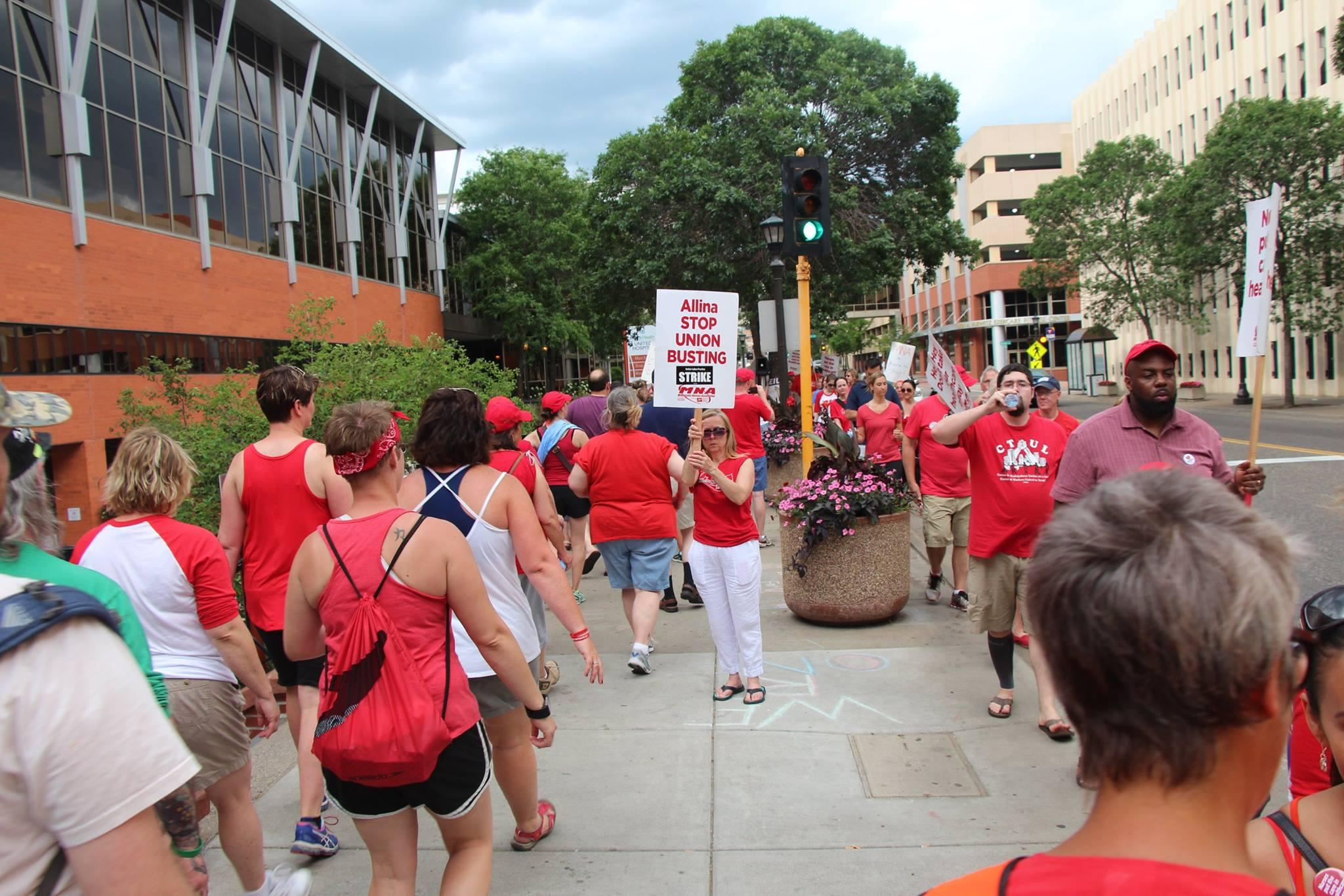 Nurses picketed at United Hospital in St. Paul in the waning hours of their weeklong strike. Photo courtesy of MNA via Facebook